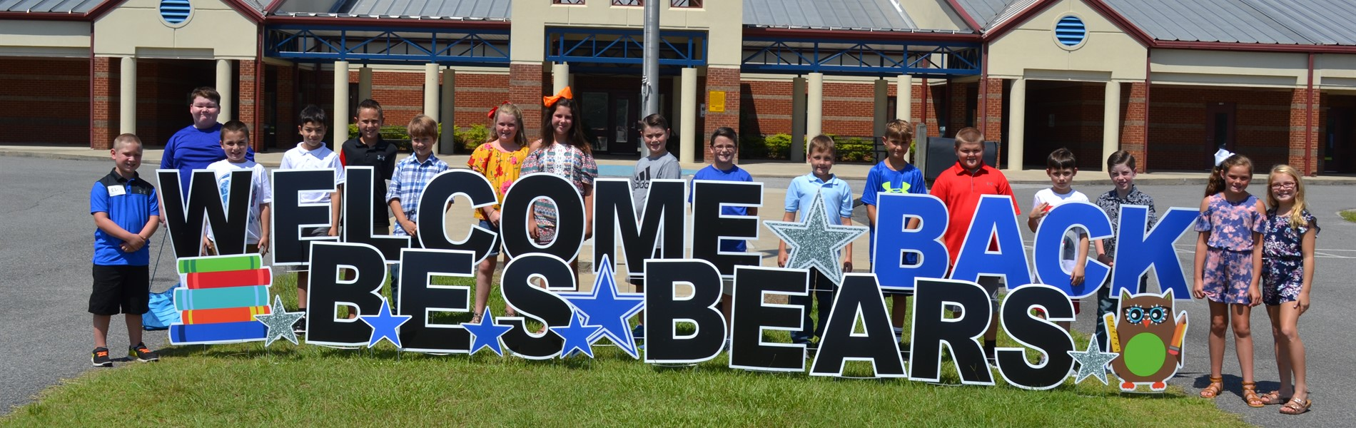 4th graders with welcome back sign