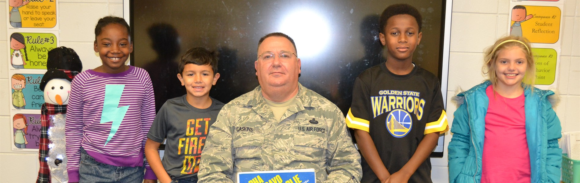Veterans read to classes